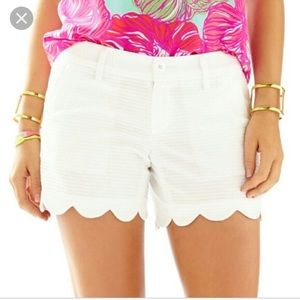 Lilly Pulitzer white buttercup shorts. Size 10.